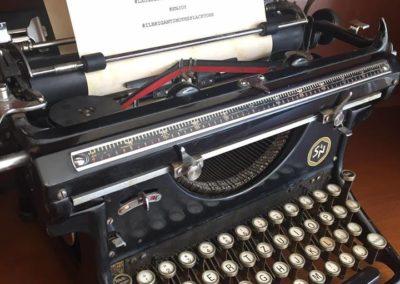 Machine-à-écrire-vintage_Il-Brigantino_Montreux-2